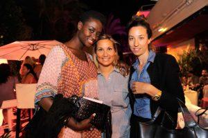 Tres amigas en la inauguración del Suite Bar.