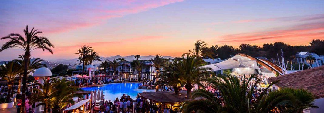Destino Pachá Ibiza Resort, un paraíso de sensaciones sobre los acantilados de Cap Martinet.