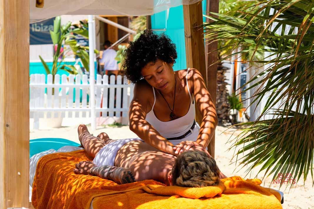 Beach Club Life, la vida en la playa se vive día y noche con los cinco sentidos.