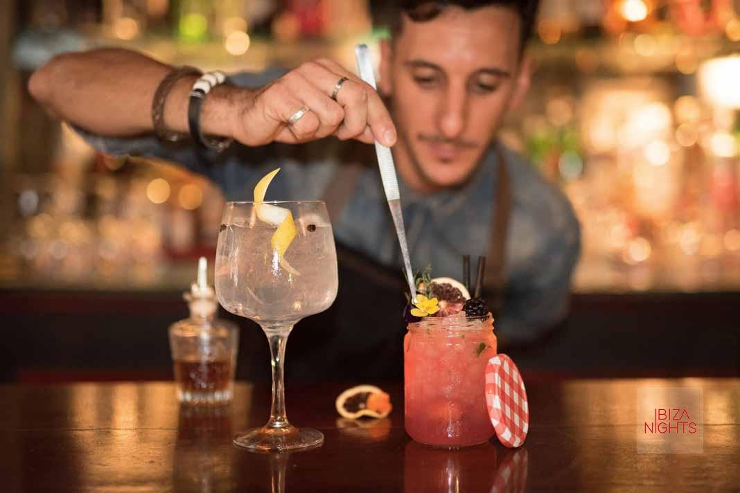 Law Premium Dry Gin. La ginebra que sabe a la isla blanca