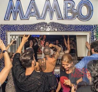 Café Mambo Ibiza. El último sunset de la temporada frente a la bahía