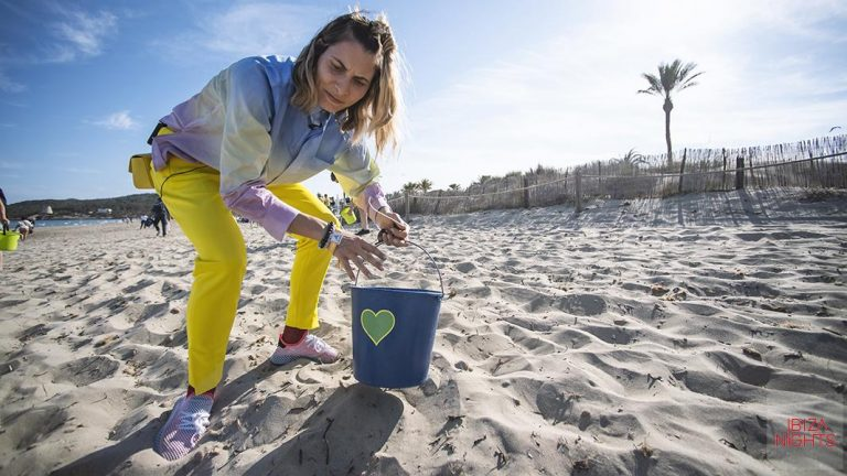 Limpieza de playas junto a dj internacionales en San Antonio