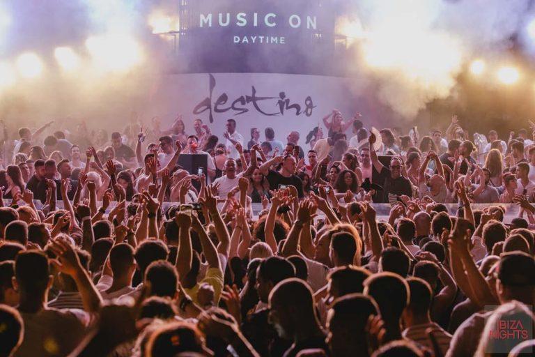 La mejor música con vistas al mar en Destino Pacha Resort