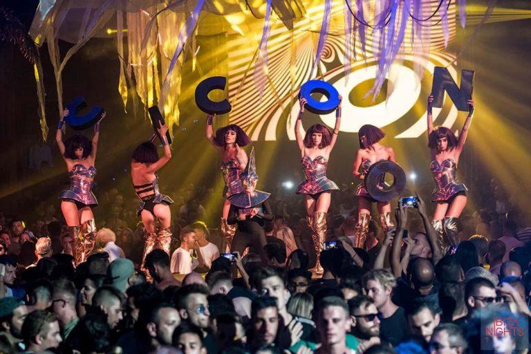 Titanes en cabina en Cocoon, Amnesia Ibiza