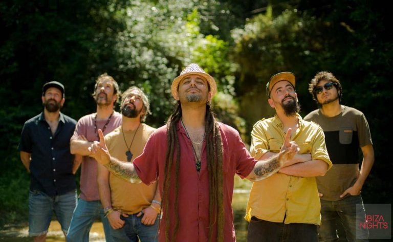 El sol en San Antonio se despide a ritmo de reggae