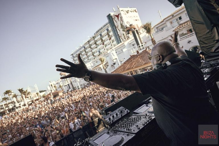 Dance or Die recibe entre neones a Carl Cox